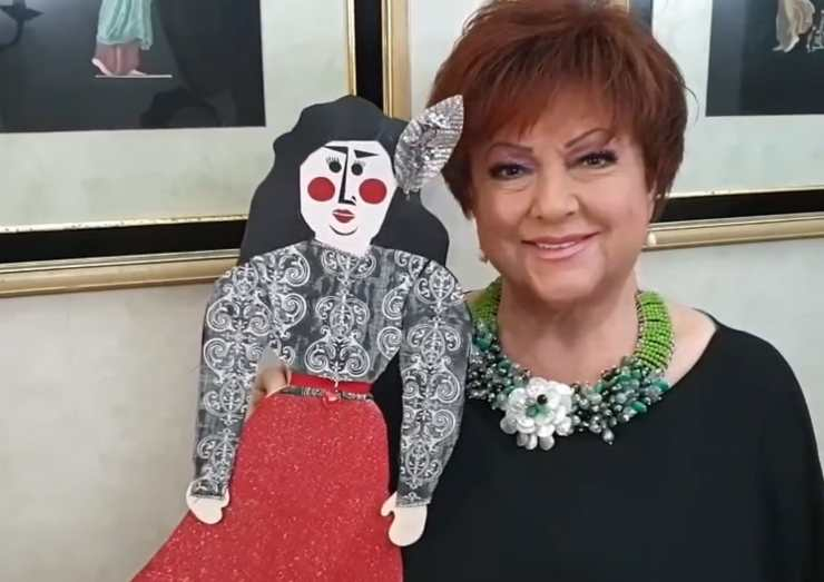 Orietta Berti con una delle sue bambole da collezione (Instagram)