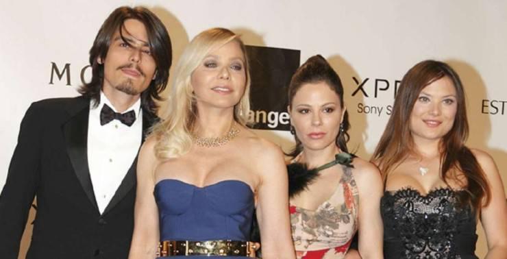 Ornella Muti e i figli Andrea, Naike e Carolina (ViaggiNews.com)