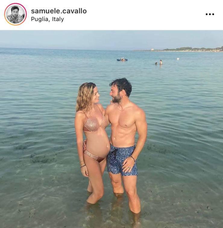 Samuele Cavallo insieme alla compagna in Puglia