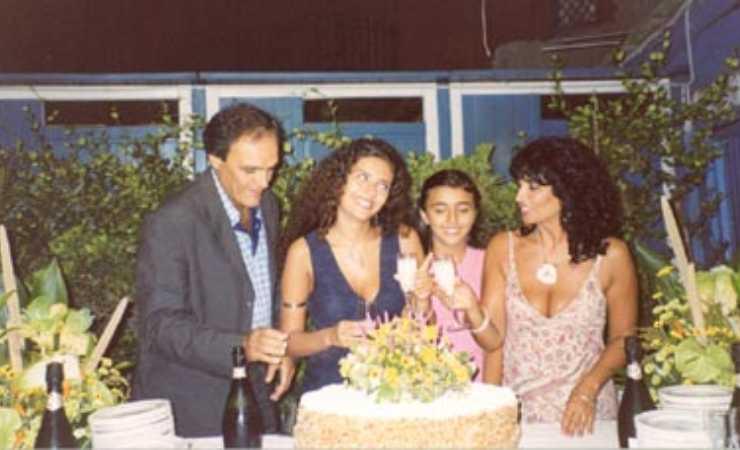 Serena Rossi al suo diciottesimo compleanno con i genitori e sua sorella