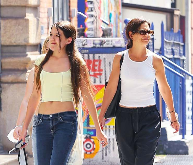 Suri Cruise e Katie Holmes a spasso per New York (Oggi Notizie)