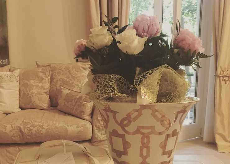 Uno degli splendidi vasi presenti in casa Volpe (Instagram)