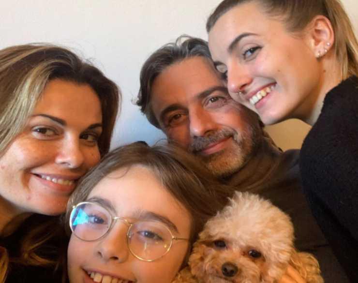 Vanessa Incontrada con Rossano Laurini e i figli Diletta e Isal (Instagram)