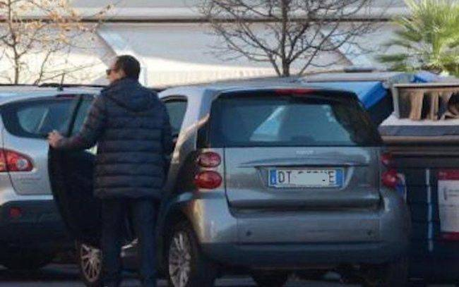 Carlo Conti avete mai visto la sua auto? Ecco cosa guida