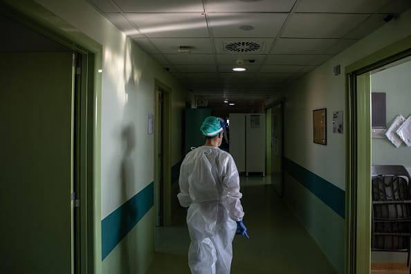 donna fugge ospedale
