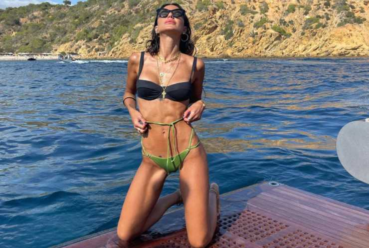 Chiara Biasi foto in costume a Ibiza (Instagram)