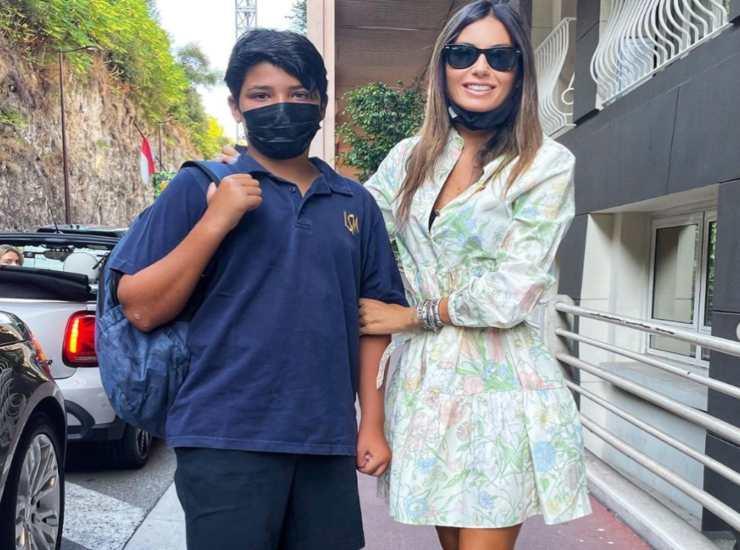 Elisabetta Gregoracci con suo figlio Nathan durante il suo primo giorno di scuola (Instagram)