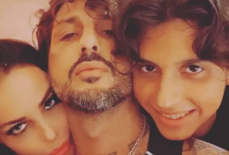 Fabrizio Corona con Nina Moric e suo figlio Carlos Maria (Instagram)