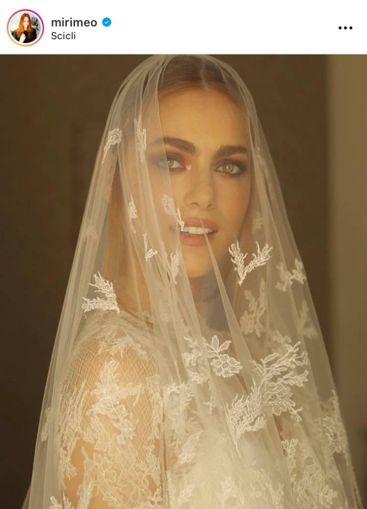 Il bellissimo abito da sposa dell'attrice