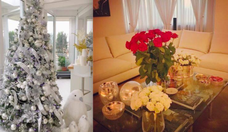 Il salotto addobbato in occasione delle feste natalizie