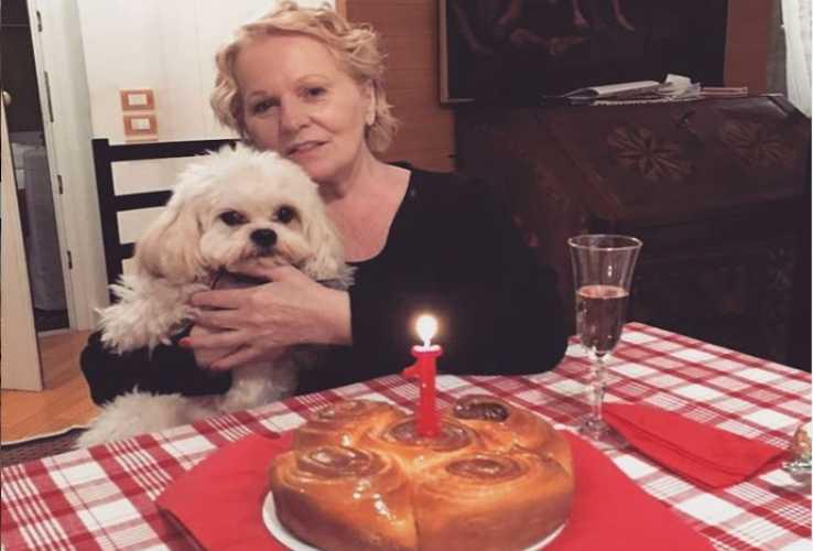 Katia Ricciarelli festeggia in casa il compleanno del suo cane (Instagram)