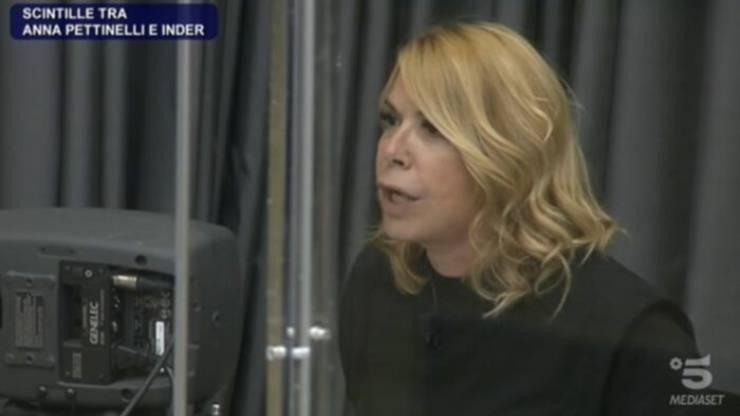 Anna Pettinelli è infuriata con Inder