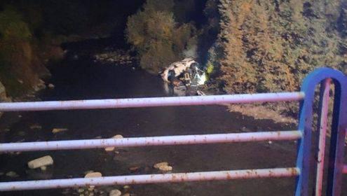 Cuneo, l'auto rompe il parapetto e finisce nel canale. Enrico e Paolo non tornano più a casa