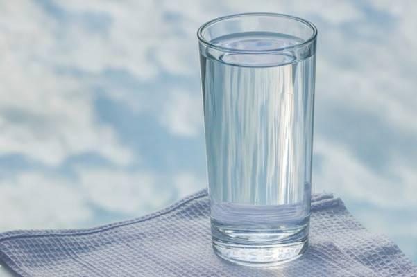 bicchiere acqua dormire