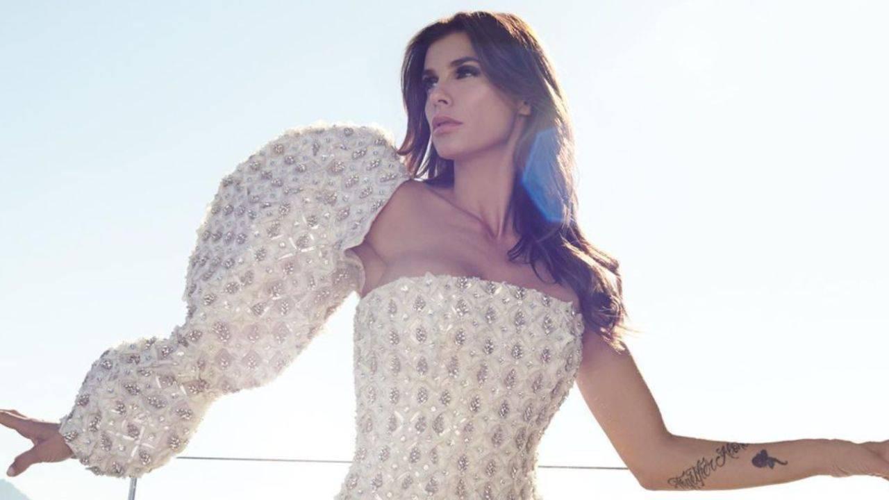 Elisabetta Canalis: il vestito è trasparente e scollatissimo
