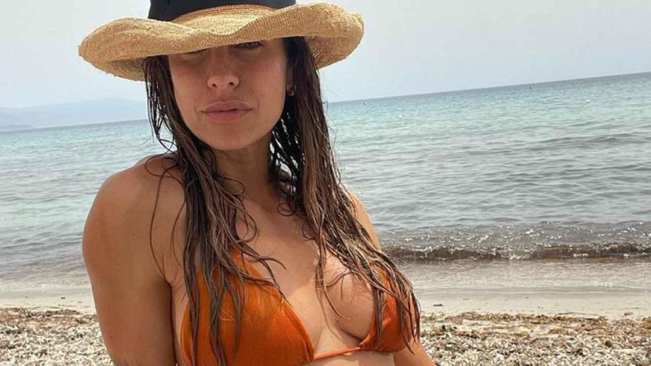 Elisabetta Canalis: una bellezza con l'abito che ne esalta le curve