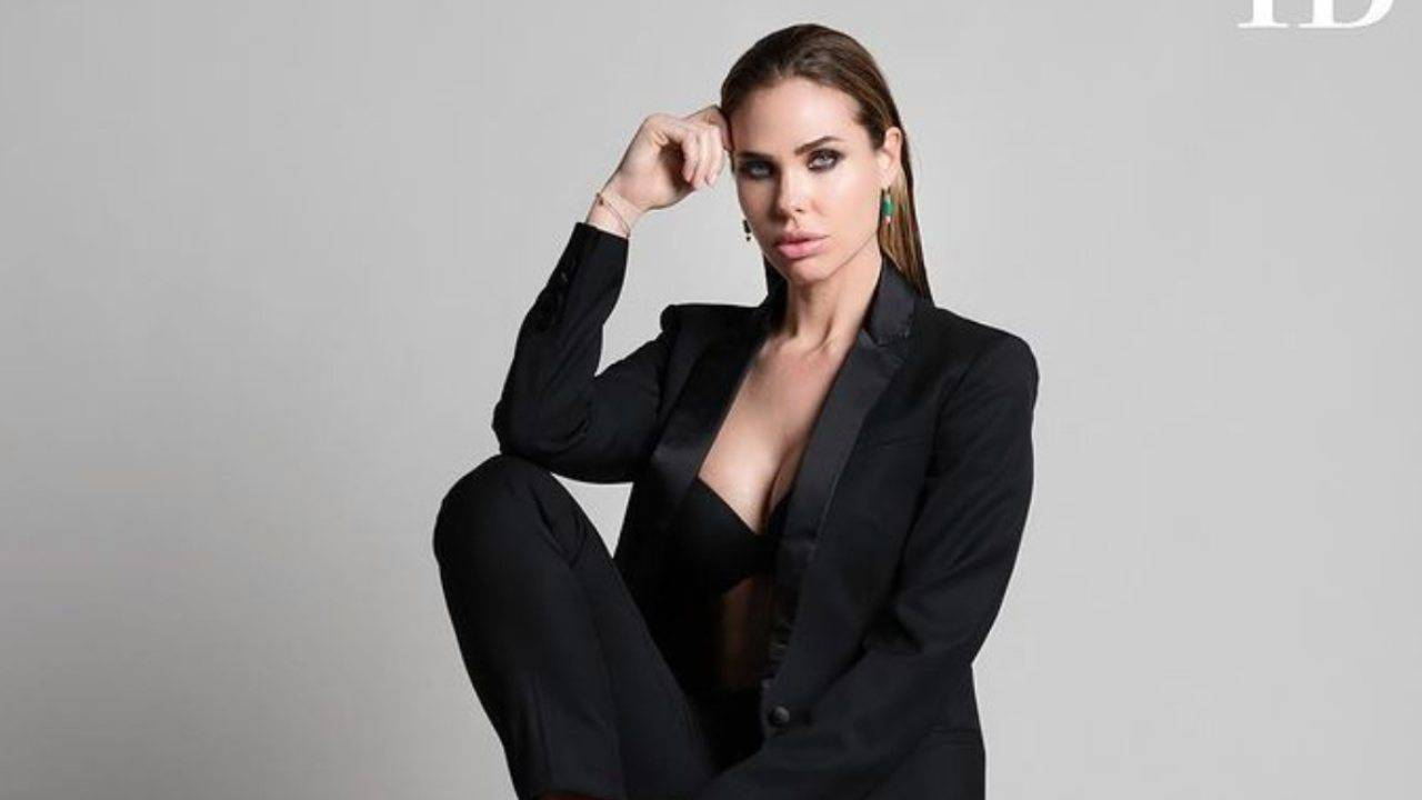 Ilary Blasi: il vestito mostra un lato B senza censura
