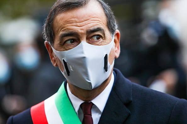 E' il momento della prova di forza, la Polizia deve caricare chi protesta, dice il sindaco di Milano